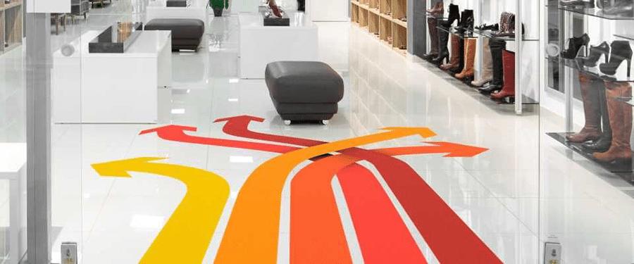 Infografica per pavimenti con 4 frecce intrecciate e colorate con una scala di colori che va dal giallo al rosso